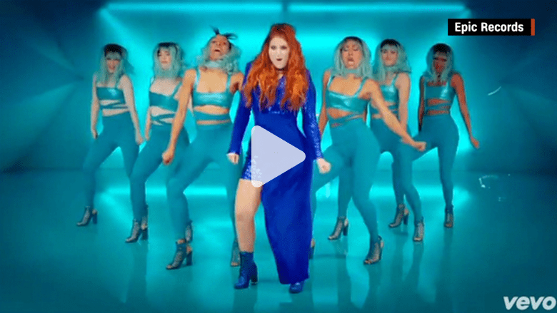 """بالفيديو: المغنية ميغان تراينور تحذف فيديو كليب أغنيتها الجديدة رفضا لمحاولة """"تنحيفها"""""""
