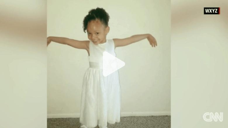 بالفيديو: فتاة في الخامسة من عمرها تطلق النار قاتلةً نفسها