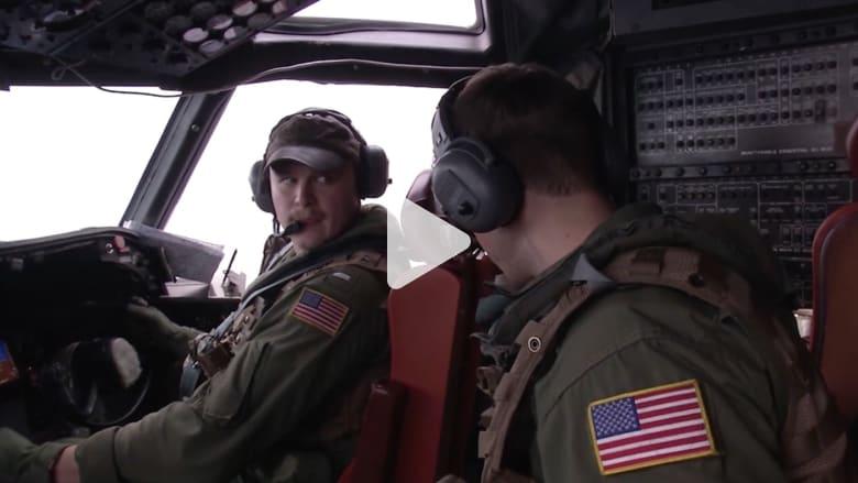شاهد.. طائرة من البحرية الأمريكية تشارك في جهود البحث عن حطام طائرة مصر للطيران