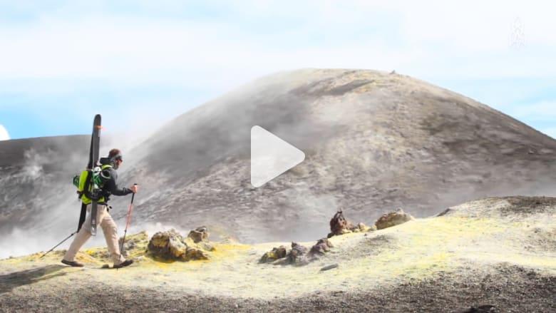 كيف يبدو التزلج من قمة أعلى بركان نشط في أوروبا؟