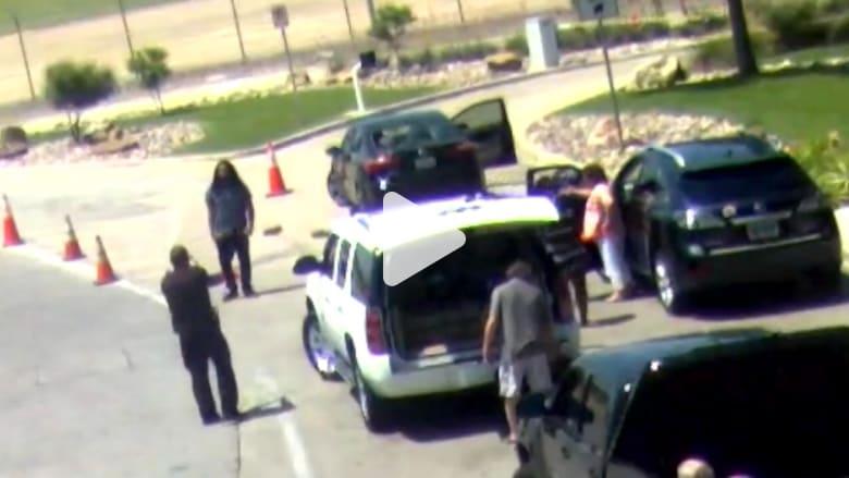 إطلاق النار على رجل هاجم سيارة صديقته السابقة بالحجارة أمام مطار في دالاس