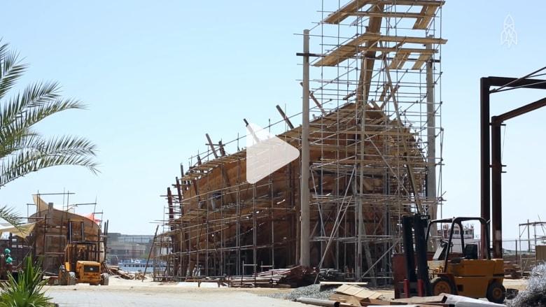 """في إمارة دبي.. شاهدوا عملية بناء أكبر مركب """"داو"""" في العالم"""
