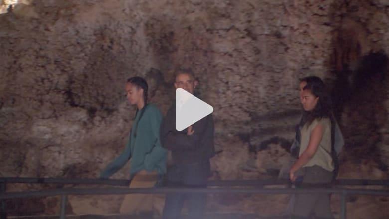 شاهد.. أوباما وعائلته في جولة داخل كهوف كارلسباد