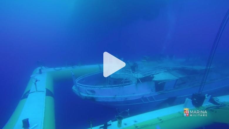 شاهد.. مركب مهاجرين غرق في البحر المتوسط تحول الى مقبرة تحت الماء