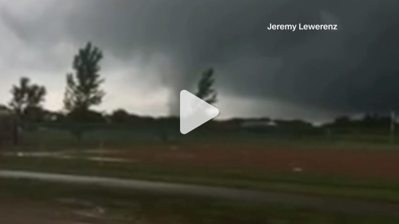 شاهد.. لحظة هبوب إعصار قوي في ولاية مينيسوتا