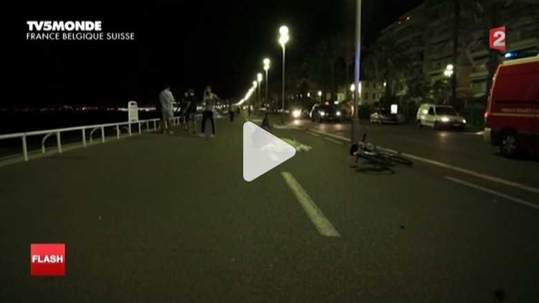 بالفيديو: صراخ وبكاء وجثث على الأراضي الفرنسية.. اللحظات الأولى بعد عملية الدهس في نيس