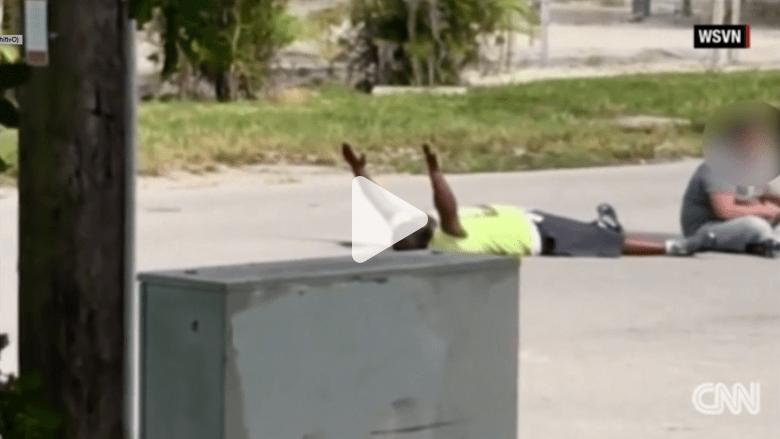 بالفيديو: الشرطة الأمريكية تطلق النار على رجل أسود خلال محاولته مساعدة مريض بالتوحد