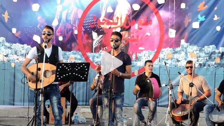 """فرقة دواوين تقيم حفلتها على معبر """"إيرز"""" بعد منعها من الوصول إلى القدس"""