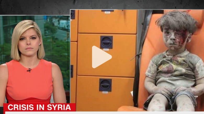 شاهد مذيعة CNN تبكي على الهواء خلال قراءة خبر الطفل السوري عمران