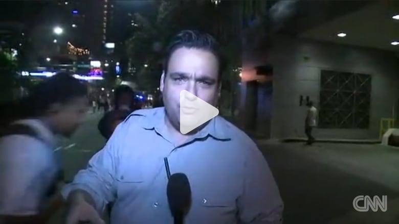 شاهد.. متظاهر أمريكي  يوقع مراسل CNN أرضاً