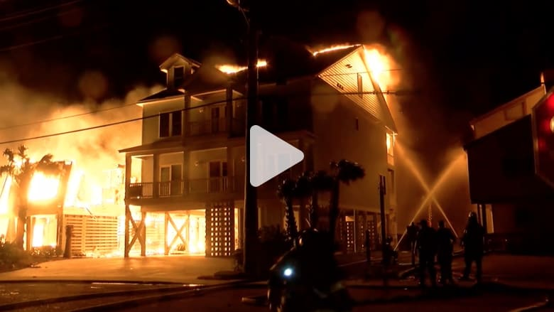 حريق هائل يدمر عدة أبنية سكنية في كارولينا الجنوبية