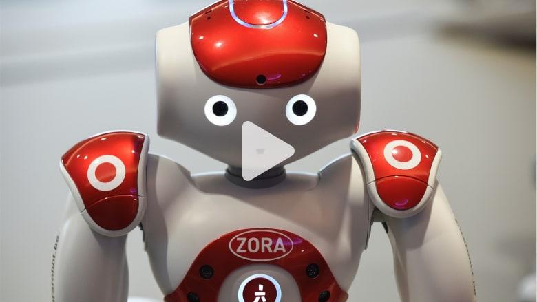 شاهدوا الروبوت الذي يساعد بعمليات الولادة