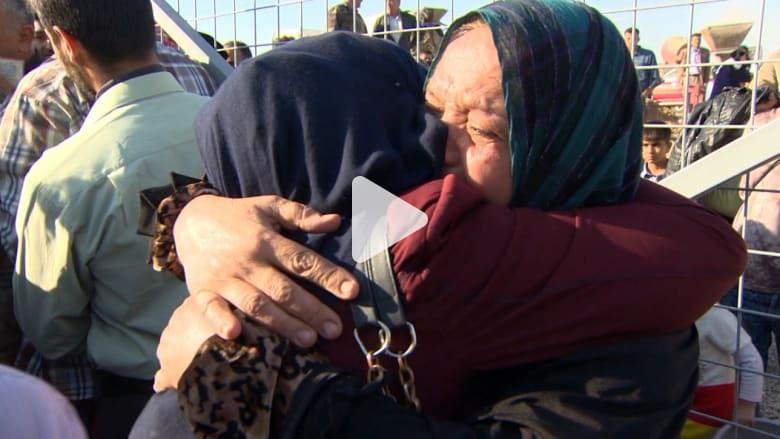 """عائلات يلتم شملها في مخيم قرب الموصل بعد الهروب من """"داعش"""""""