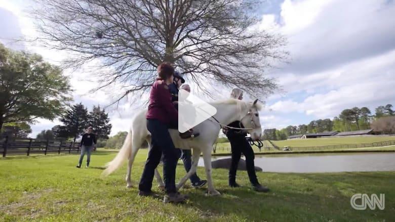 علاج أطفال من ذوي الاحتياجات الخاصة بالأحصنة!