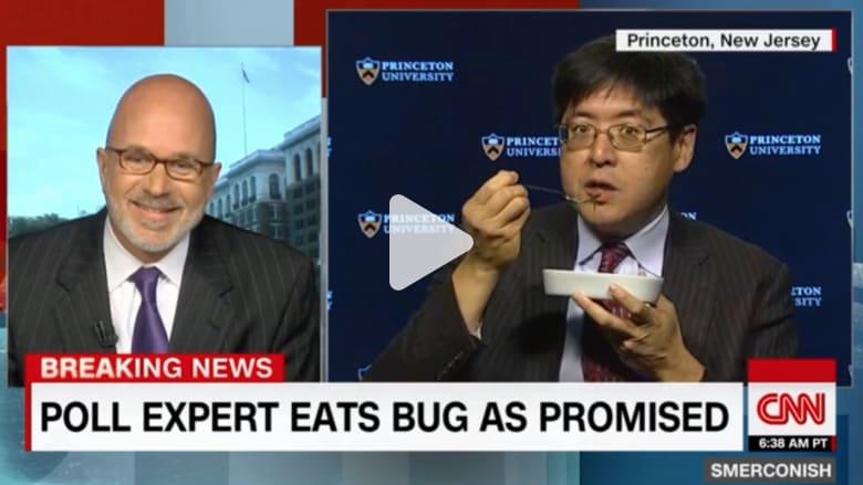 خبير استطلاعات رأي يأكل حشرة بسبب ترامب على شاشة CNN