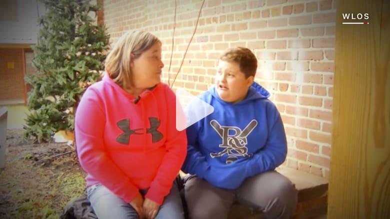 """""""سانتا كلوز"""" يحرج طفلاً يعاني من السمنة: ابتعد عن الهامبرغر"""
