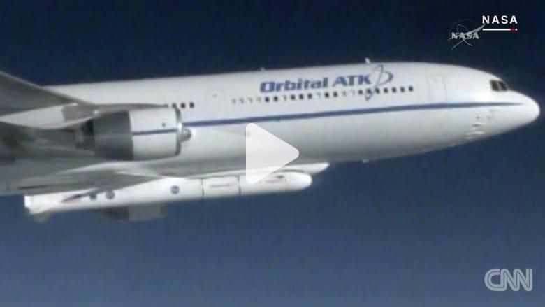 ناسا تطلق 8 أقمار صناعية بصاروخ من طائرة