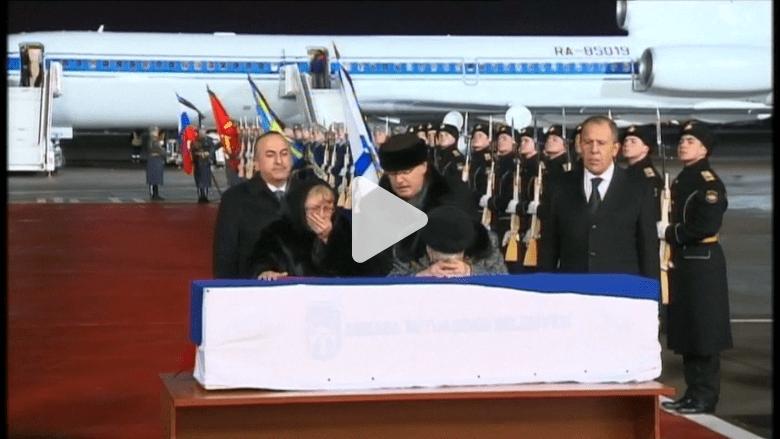 شاهد.. نقل تابوت آندريه كارلوف من أنقرة واستقباله في موسكو
