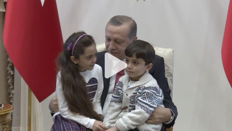 أردوغان يستقبل طفلة حلب بانا العابد بالأحضان والهدايا