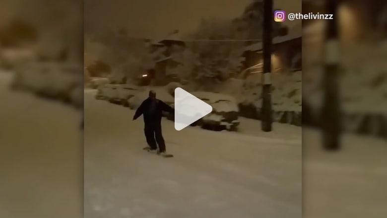 شاهد كيف تحولت شوارع مدينة بأمريكا لحلبة تزلج!