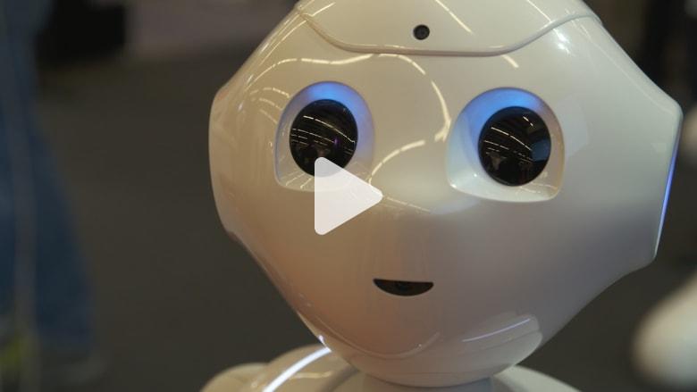 """تعرفوا على """"Pepper"""".. روبوت """"سوفت بانك"""" المليء بالمشاعر"""