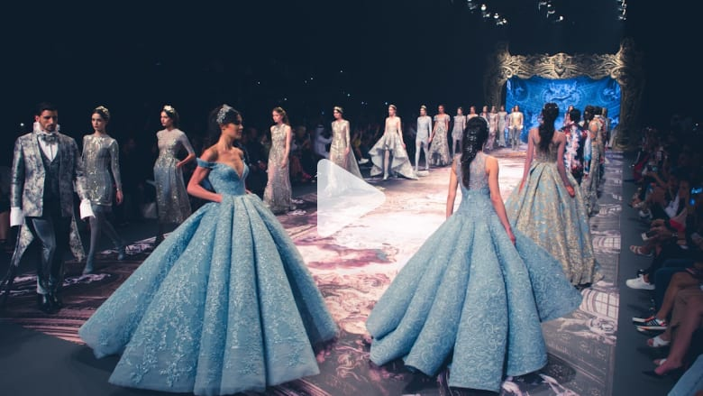 فستان من الصابون وتصاميم من فرساي.. في أفخم عروض فاشن فوروورد