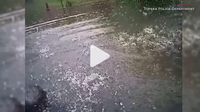 شاهد.. لحظة إنقاذ طفل سقط في بركة ماء
