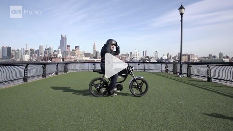بالفيديو.. دراجة كهربائية تدور بكبسة زر من هاتفك الذكي