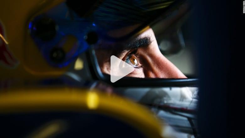 شاهد مجهود التقاط هذه الصور الثابتة لسيارات السباقات فائقة السرعة