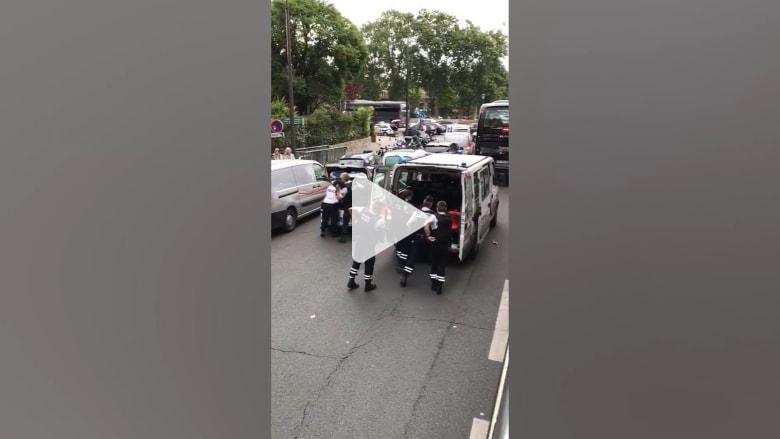 شرطة باريس لـCNN: رجل يهاجم شرطيا بمطرقه في نوتردام