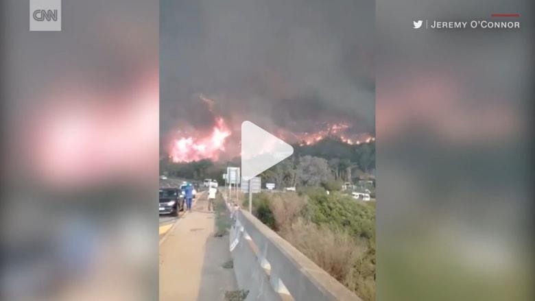 شاهد.. حرائق غابات ضخمه تدمر بلدة في جنوب أفريقيا