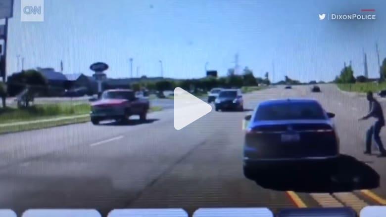 شاهد ماذا حدث عندما أصيب سائق هذه السيارة بنوبه مفاجأة