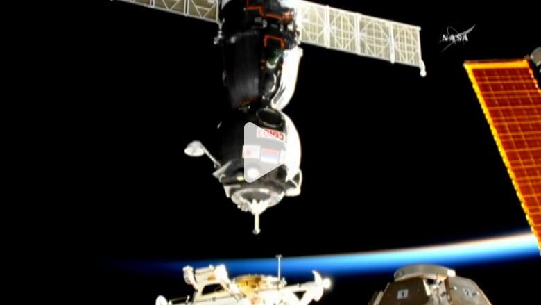 شاهد.. لحظة التحام كبسولة روسية مع محطة الفضاء الدولية