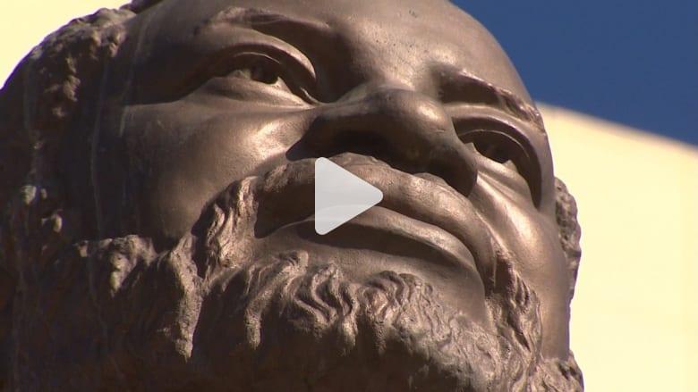 شاهد كيف تموّل بيونغ يانغ مشروعها النووي بتماثيل أفريقيا