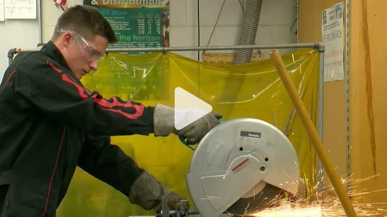 مراهق أمريكي يخترع جهازاً لحماية الطلاب في حوادث إطلاق النار