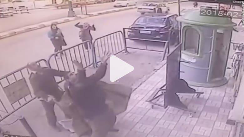 شاهد كيف أنقذ شرطي مصري طفلا سقط من الطابق الثالث!