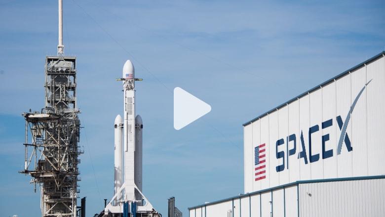 """""""سبيس إكس"""" تطلق قمرين صناعيين لاختبار بث الإنترنت من الفضاء"""