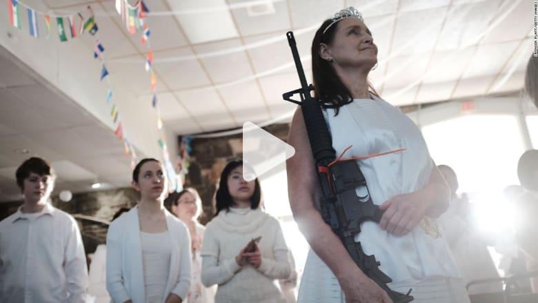 أمريكا: حفل زفاف مثير للجدل والمدعوون مسلحون برشاشات