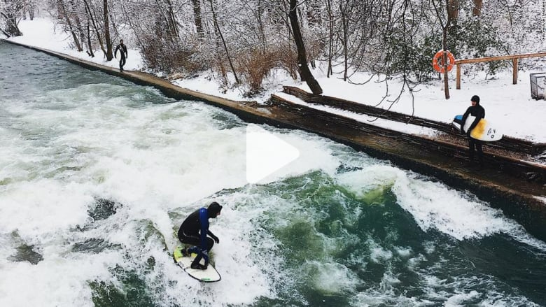 شاهد.. نهر بميونخ يستقطب عشاق رياضة ركوب الأمواج