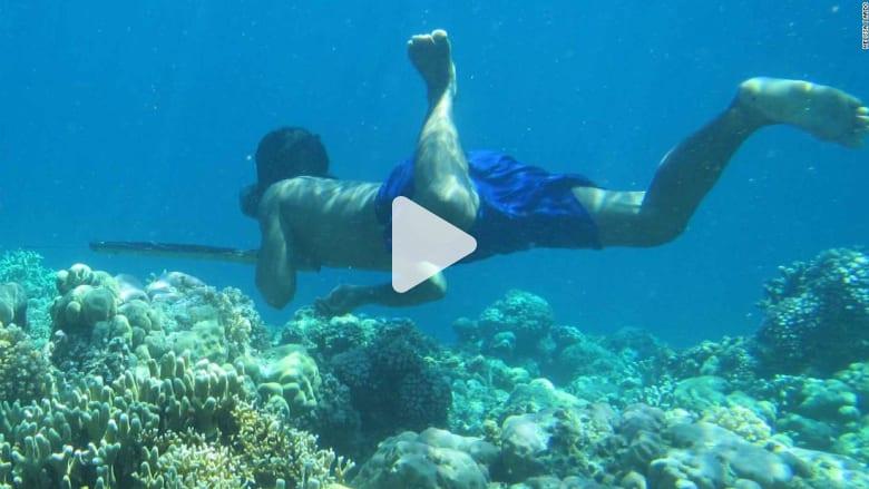 كيف يستطيع هذا الشعب حبس أنفاسه لدقائق تحت الماء؟