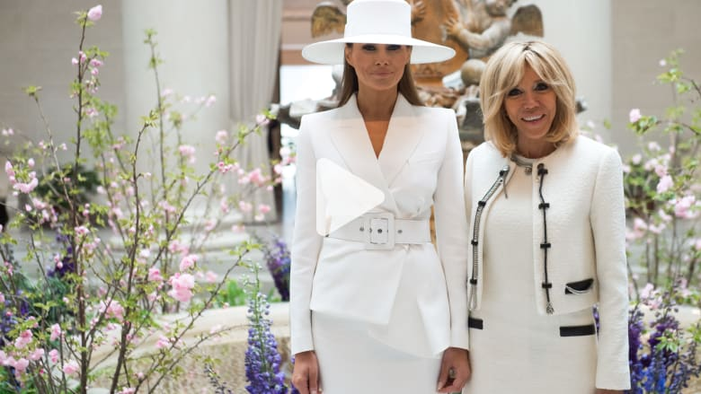 """""""حرب"""" أزياء حادة بين ميلانيا ترامب وبريجيت ماكرون.. من الأجمل؟"""