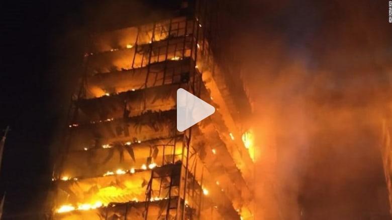 شاهد.. لحظة انهيار مبنى التهمته النيران بالبرازيل