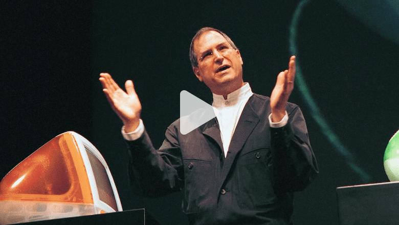 """شاهد.. لحظة إعلان ستيف جوبز عن أول """"iMac"""" قبل 20 عاما"""