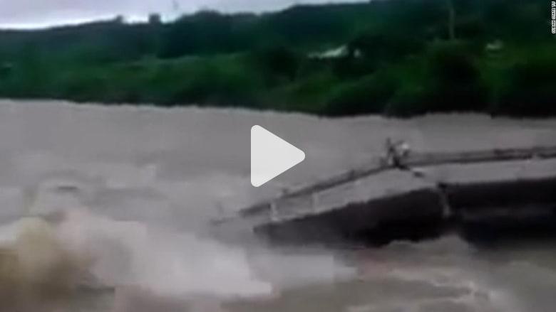 شاهد ماذا حدث لأشخاص على جسر انهار فجأة