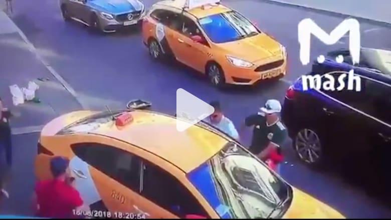 فيديو يظهر اللحظة التي دهست فيها سيارة المارّة في موسكو