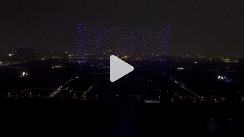 """شاهد.. 1400 طائرة """"درون"""" تلون السماء في الصين"""