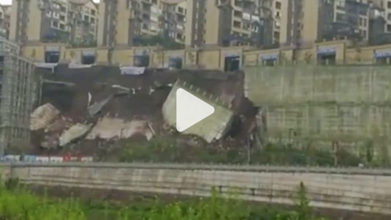شاهد.. انهيار طريق بطول 50 متراً في الصين