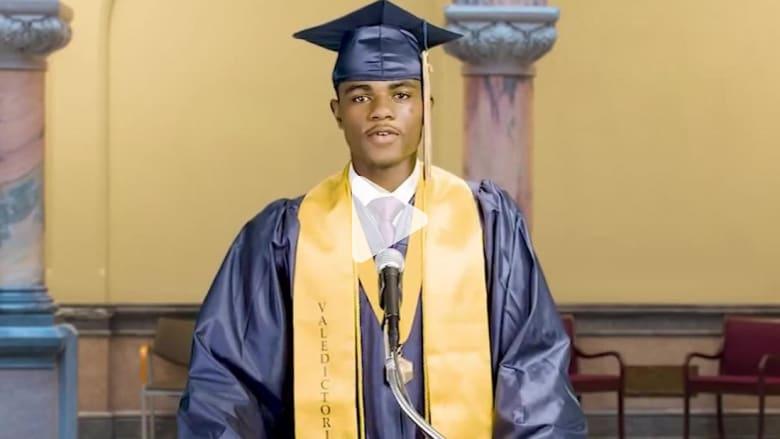 شاب أمريكي من أصول أفريقية يمنع من إلقاء خطاب التفوق