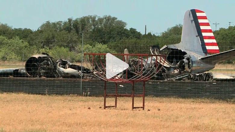 شاهد.. نجاة 13 راكبا من تحطم طائرة تعود لحقبة الحرب العالمية