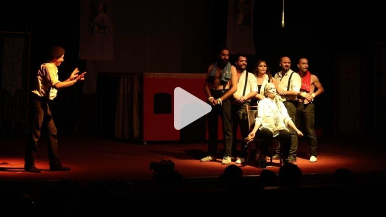 السيرك الأوسط..عرض ساخر في دمشق يطرح تساؤلات عن نهاية الحرب